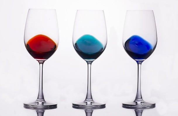 Drie glazen met kleur 2
